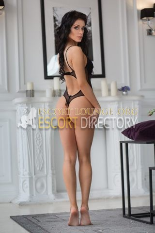 Karina, 21 years old Russisch escort in Naples